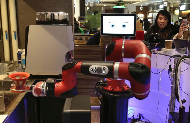 Un robot barista filtri caffe Sawyer giapponese