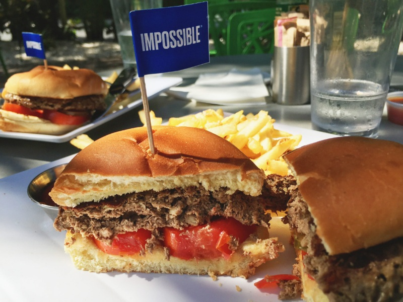 Impossible Burger ingredienti sotto accusa per hamburger vegetale che sanguina