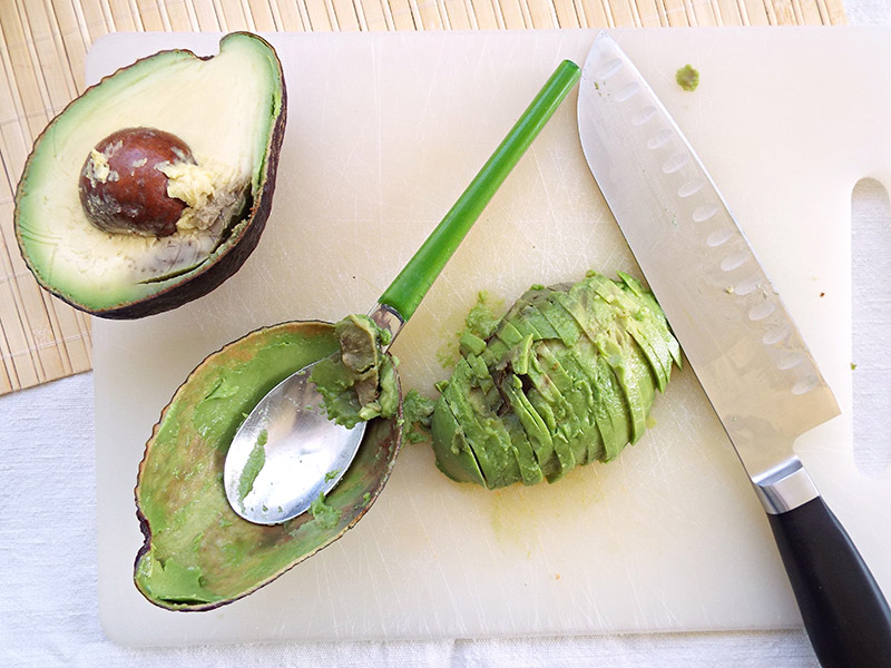 preparare avocado pokebowl