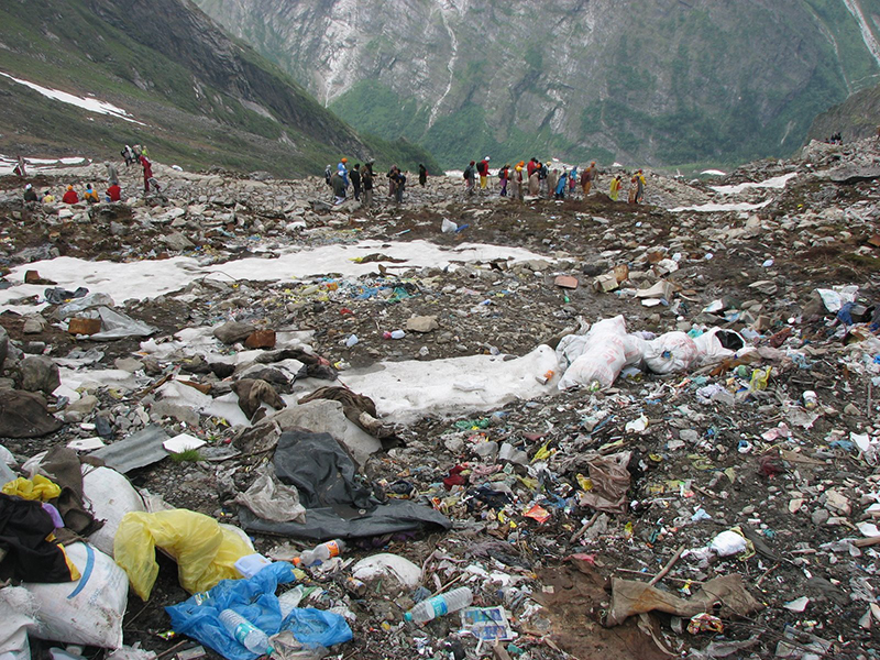 Monte Everest bellezza naturale discarica