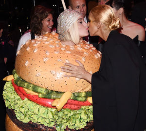 Katy Perry hamburger Met Gala